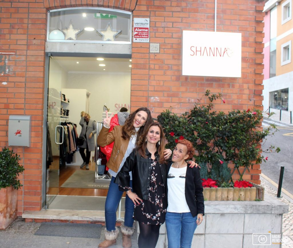 As autoras do blog Armazém de Ideias Ilimitada com a Sandra da Shanna Boutique